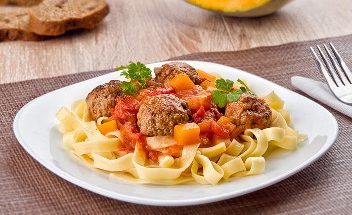 Фрикадельки в томатном соусе с тыквой