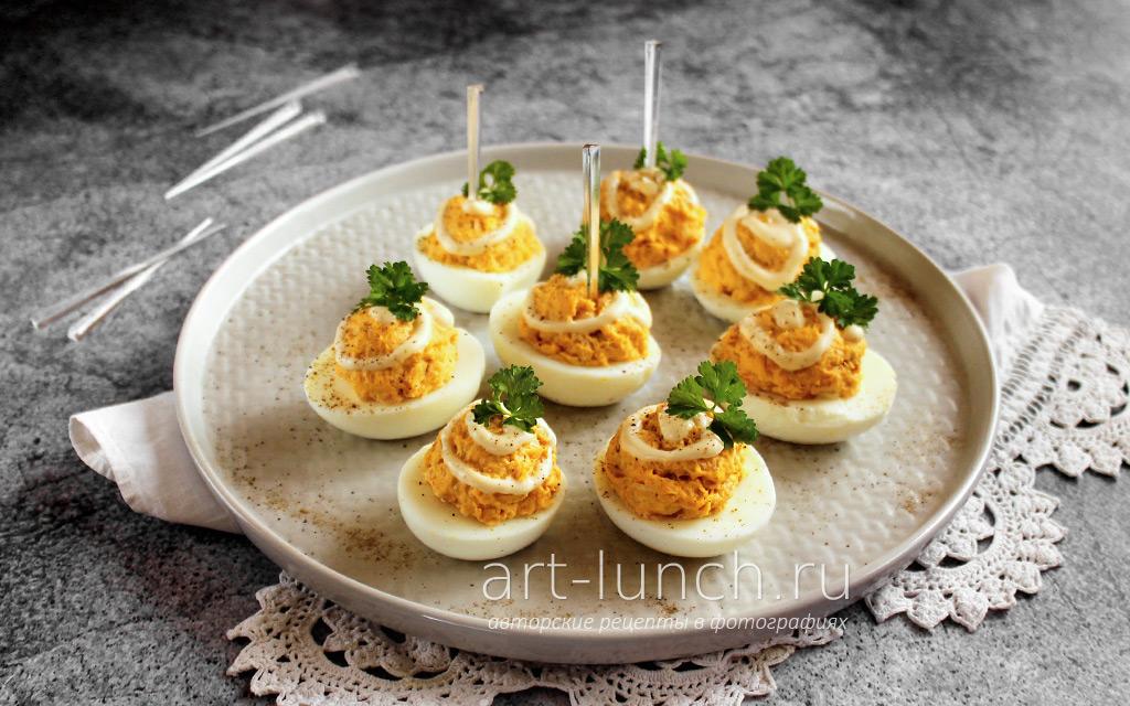 Фаршированные яйца с курицей