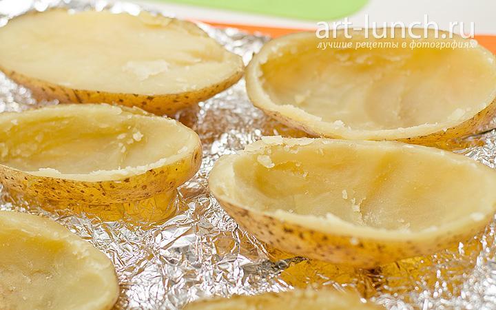 Запеченный фаршированный картофель
