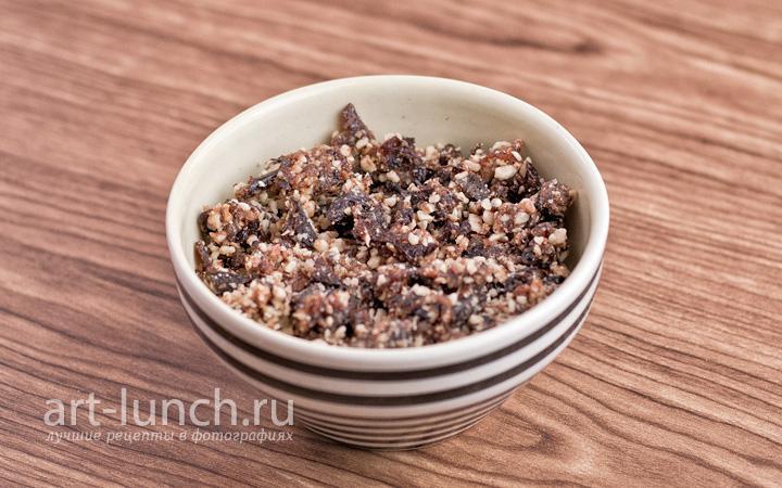Рулетики из свинины c орехами и черносливом - пошаговый рецепт с фото