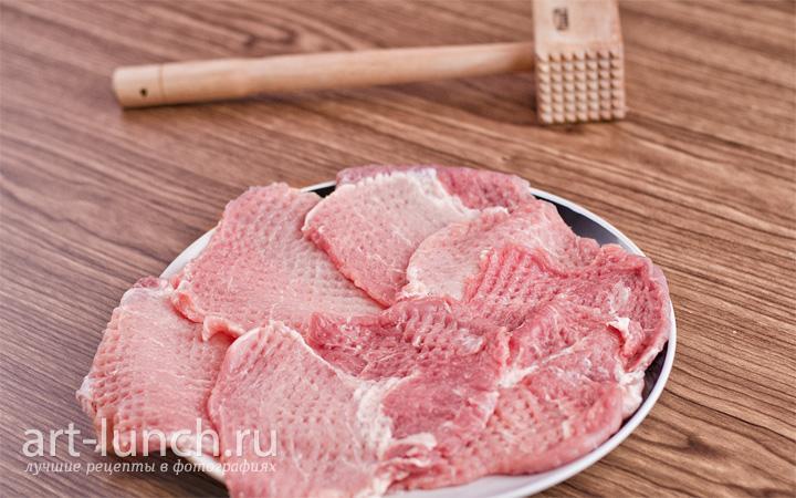 Рулетики из свинины c орехами и черносливом