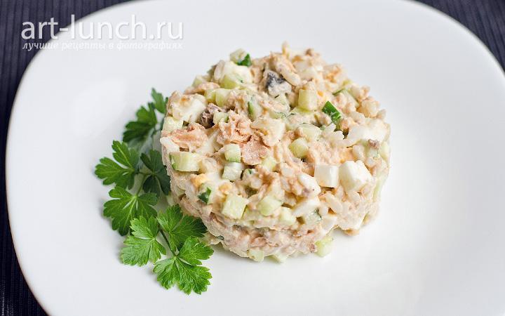 салат с лососем консервированным и рисом рецепт