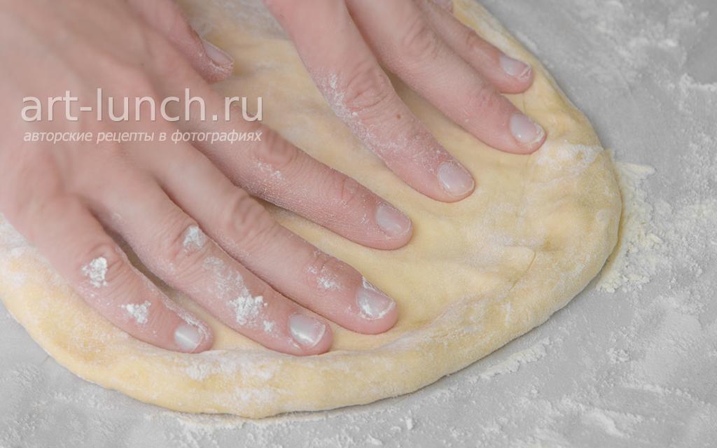 Тонкое хрустящее тесто для пиццы - пошаговый рецепт с фото